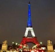 Eiffelturm in blau-weiss-rot