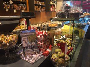 """Mein Buch: """"Geschichten aus Paris"""" im Kaffeehaus rue Poncelet"""