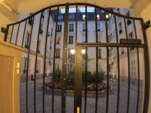 Blick auf den Innenhof der Rue Poncelet Paris