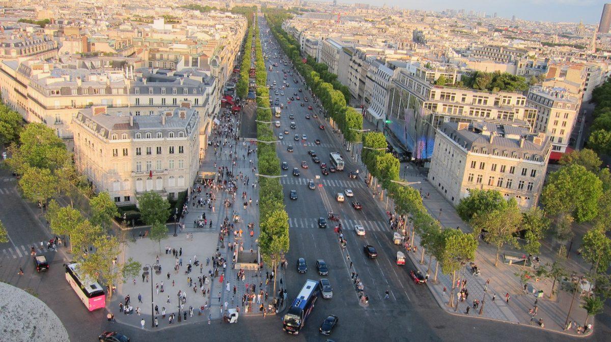 Blick über die Avenue des Champs Elysées