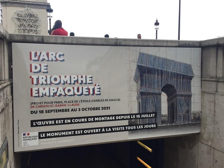 Poster am Arc de Triomphe