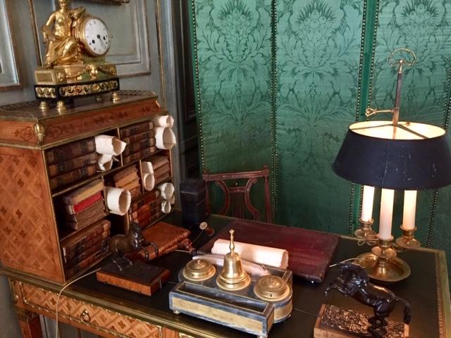 Schreibtisch im Hotel de la Marine in Paris